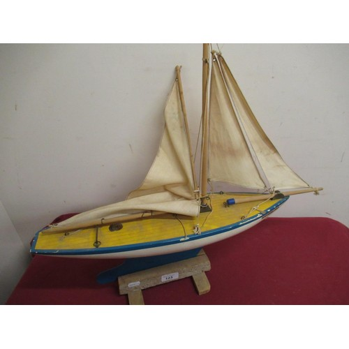 123 - Single masted pond yacht Southern Bell, wooden hull with metal keel, L62cm H53cm on stand...