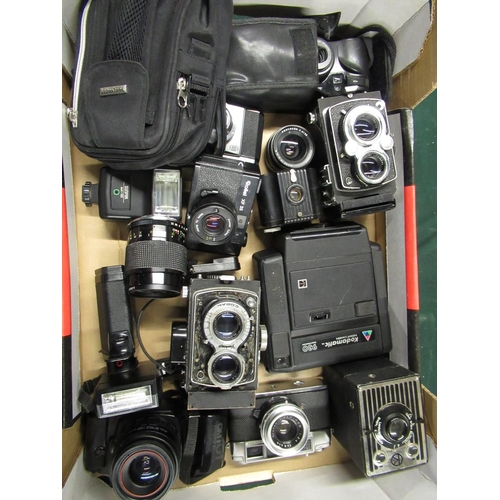 89 - Various cameras including Kodak 620 Brownie, Yashica Minister, Olympus OM101, two Yashica 635's, Rol...