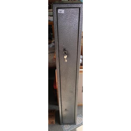 521 - Four gun gun cabinet, with double locks and keys H135cm D22cm...