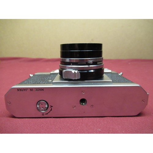 452 - Yashica 35, 35mm range finder camera with a 45M F1.9 lens ever ready case and bag including instruct...