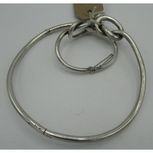 43 - Suite of silver jewellery of knot form comprising, bangle, necklace and ring (size K), stamped (3) 5...