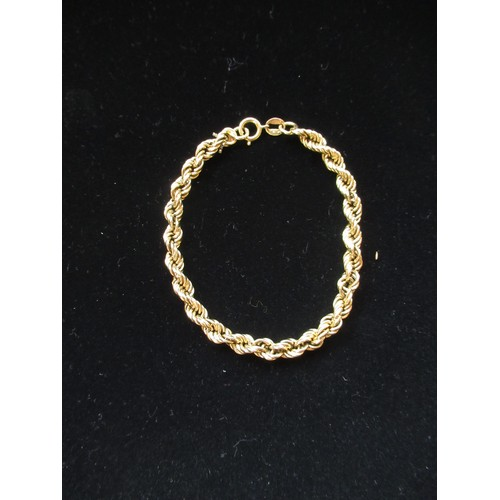 8 - 18ct gold rope twist chain bracelet with spring ring clasp hallmarked Sheffield, 2001, 750 L19cm 8.9...