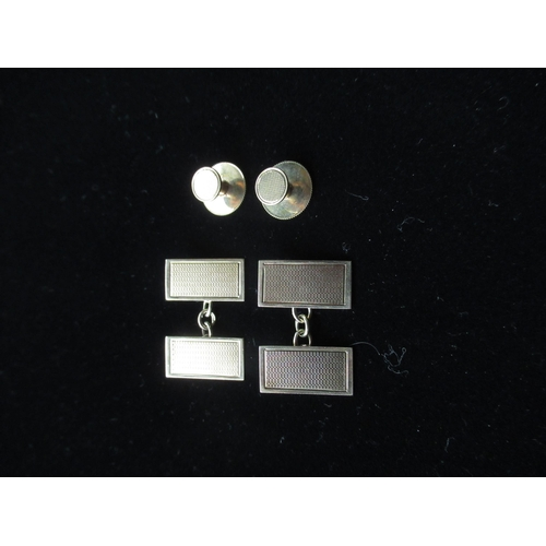 14 - Pair of 9ct gold cufflinks with a pair of matching collar studs 8.2g