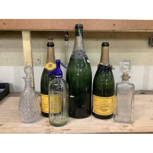 115 - 1926 Lanson Jeroboam champagne bottle, two 1926 Veuve Clicquot Ponsardin champagne magnum bottles, B...