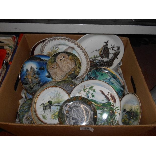24 - Box of collectable plates- Wedgewood etc...