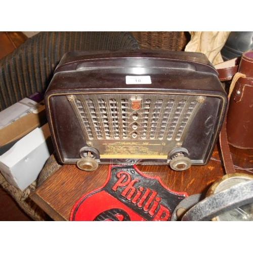 10 - Vintage Phillips Bakerlite radio...