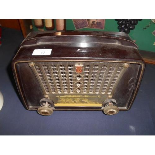 17 - Vintage Philipps bakerlite radio...