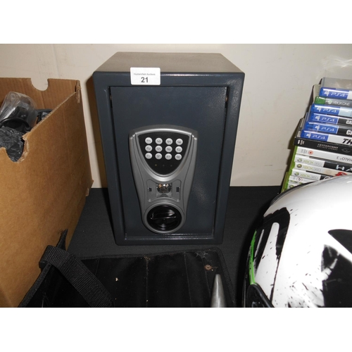 21 - Small safe and key...