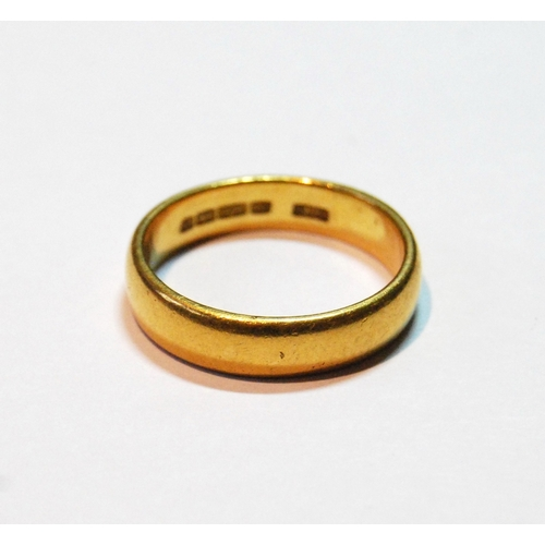 12 - 22ct gold band ring, size Q, 6.7g...