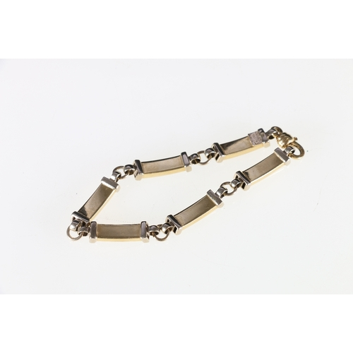 23 - Quadri 18ct yellow gold bracelet stamped 750, 19.8g gross...