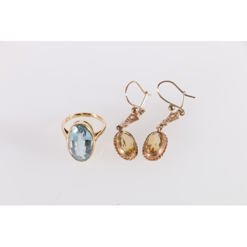 21 - Aquamarine ring, oval in gold, '18ct'. Size 'F' and a pair of citrine drop earrings '9ct'. (3)....