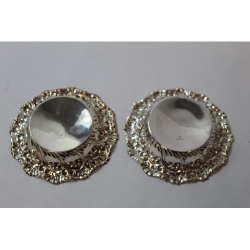 31 - Pair of silver circular bon bon dishes, Sheffield 1895. 11cm....
