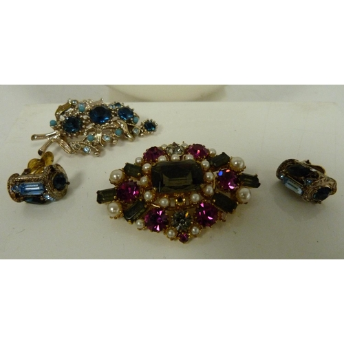 21 - Small box of costume jewellery to include brooches, earrings, necklace etc....