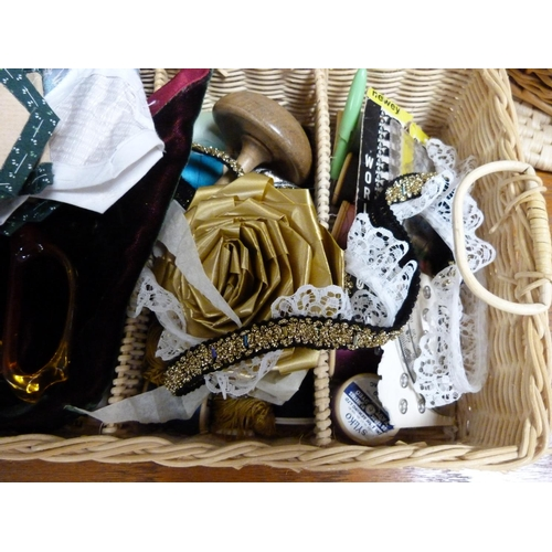 20 - Collection of haberdashery items.