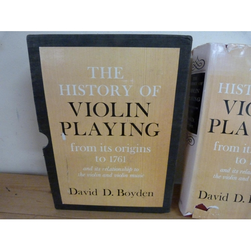 156 - <strong>BOYDEN D. D.</strong>The History of Violin Playing from its Origins in 1761. Ill...