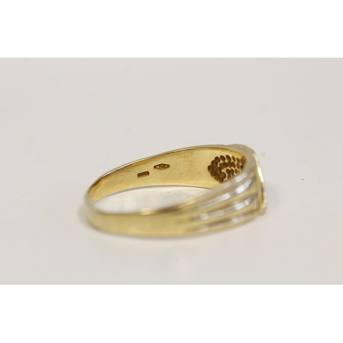 23 - Gent's Art Deco style coloured gold ring with diamond brilliant '750'. 8g. (oversize)....