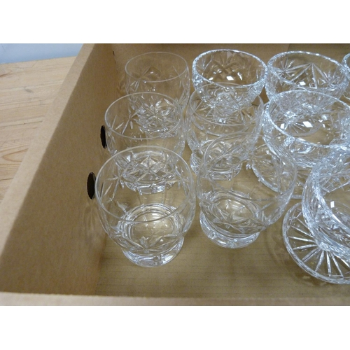 34 - Eleven Edinburgh crystal grapefruit dishes and four tumblers