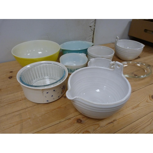 40 - Collection of pyrex cookware etc