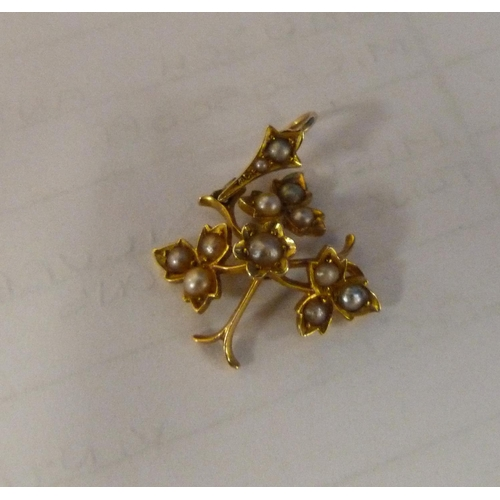 54 - 9ct gold seed pearl pendant 2g