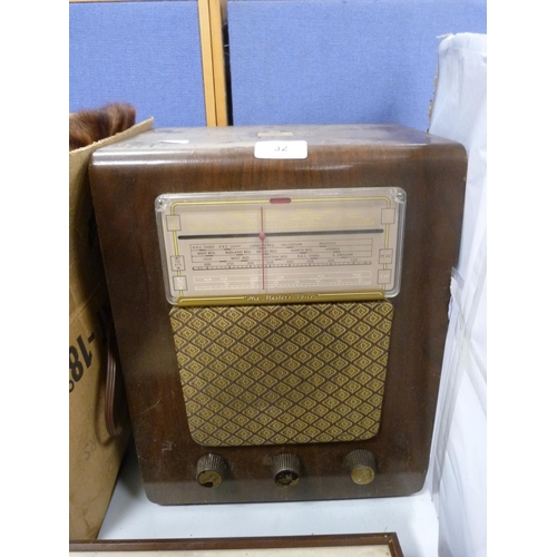 32 - HMV radiogram.