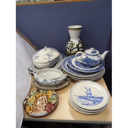 Assorted blue and white ceramics including ashets, tureens, teapot, also a floral decorated vase and plaque etc.