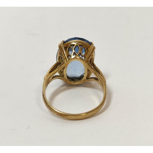9 - Blue spinel ring in 9ct gold and another amethyst, probably 9ct gold. (2).