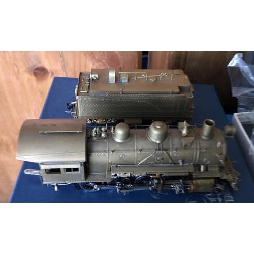 31 - <p>Vintage Boxed UNITED SCALE MODELS Sante Fe 2-8-0 Brass Model Train exclusively for Pacific Fast M...