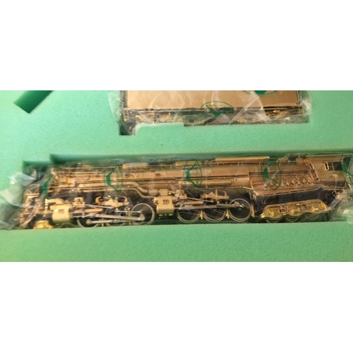 39 - <p>Vintage Boxed Fujiyama Pacific Fast Mail - Chesapeake and Ohio Class H-8 2-6-6-6 Brass Model Trai...