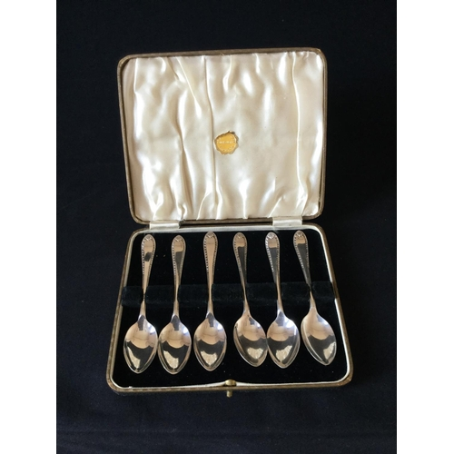 18 - Set of 6 925 silver spoons in a box. Sheffield hallmark 1937 weighing 78 grams...