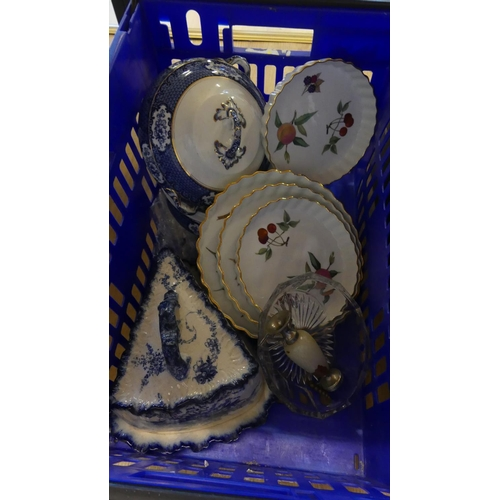 522 - Box - Blue & White Tureen, Worcester Flan Dishes etc.