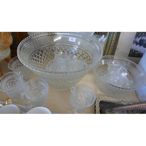 559 - Glass Punch Bowl & Cups.