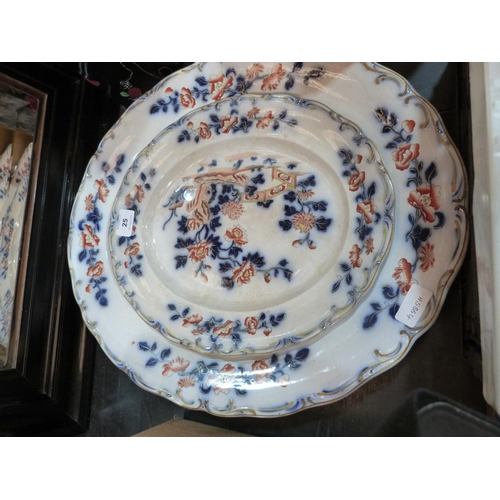 25 - Two Victorian 'Davenport' meat plates, the larger 21' wide (cracked)...