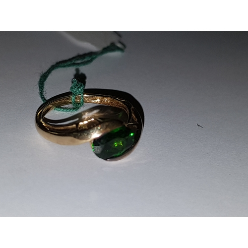 126 - 9k Green Oval Diopside Crossover Ring (K)...
