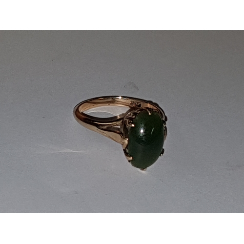 106 - 9ct Gold Green Stone Ring 3.37g...