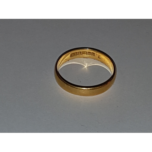 111 - 18ct Gold wedding Band...