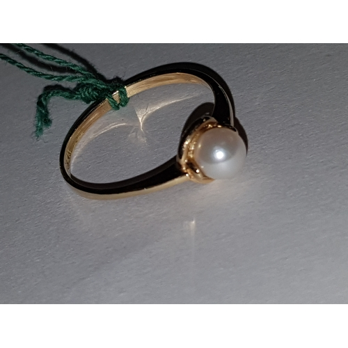 223 - 14ct pearl Ring...