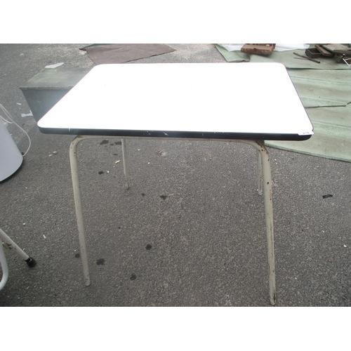 21 - Retro table...
