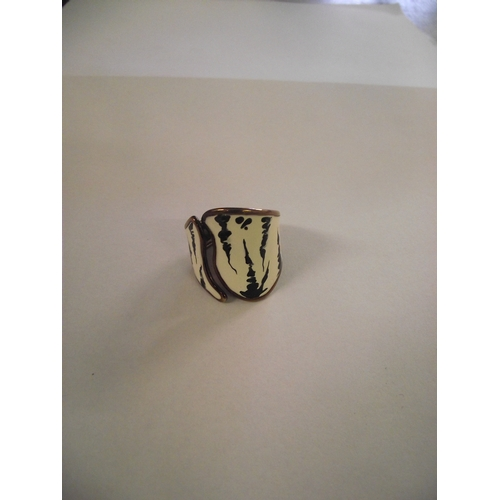 18 - Italian 9k gold enamel ring...