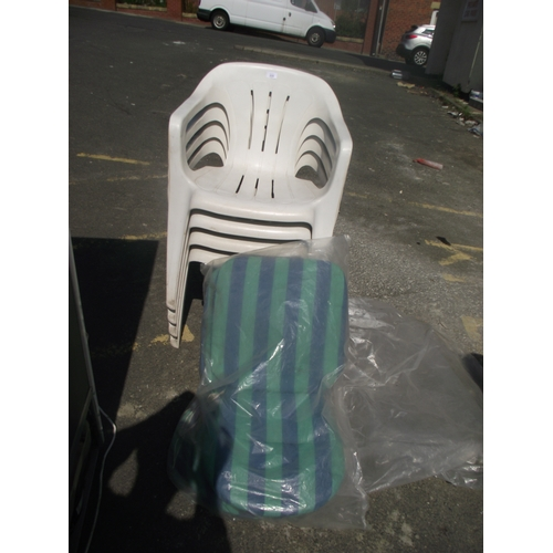 66 - 4 Garden chairs and cushions...