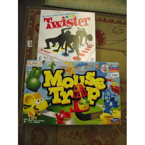 33 - 2 Classic games Twister+Mousetrap....