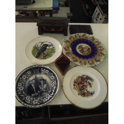 25 - Collectors plates, wallet and 2 table boxes...