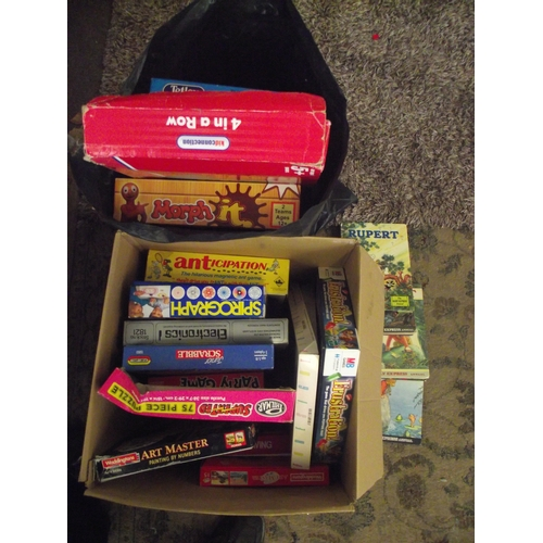 42 - Collection of assorted vintage games etc...