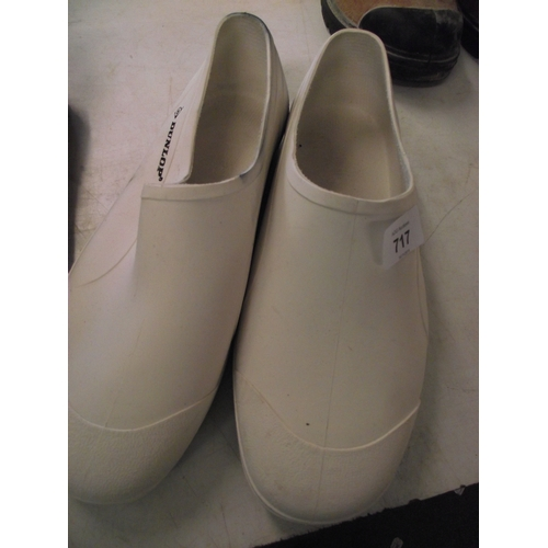 36 - Dunlop welly shoes size 46...