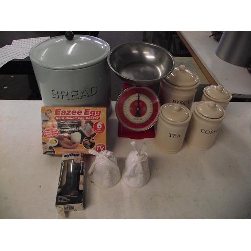 27 - Various kitchenware...