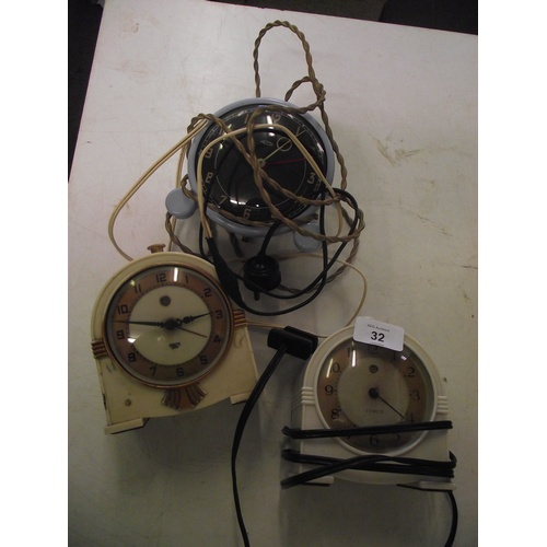 32 - 3 Vintage bakelite electric clocks...