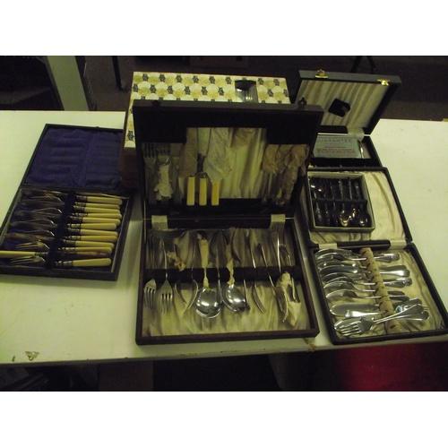 52 - Variuos vintage cutlery sets....