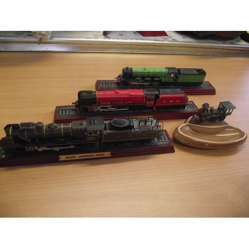 58 - Wade ceramic collectors ashtray with diecast steam engine + 3 model trains....