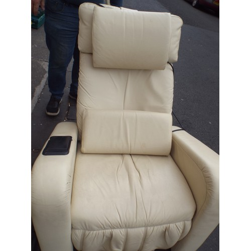16 - Excellent quality keyton electric recliner chair rrp 2500...