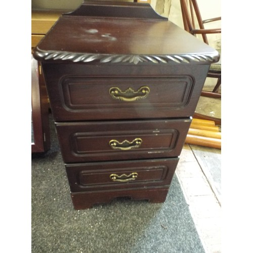 40 - 3 drawer chest...
