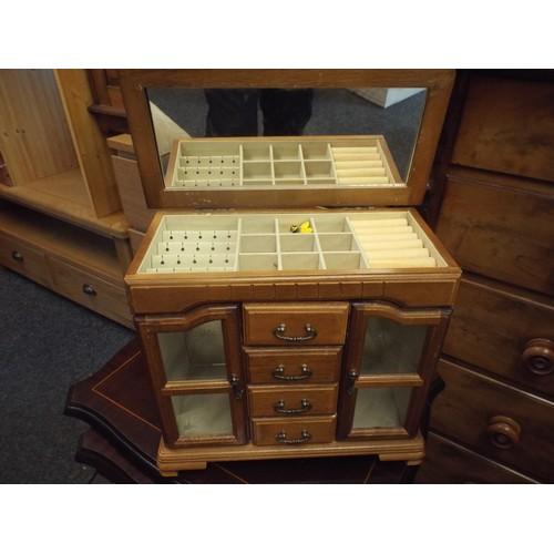 42 - Jewellrey cabinet...